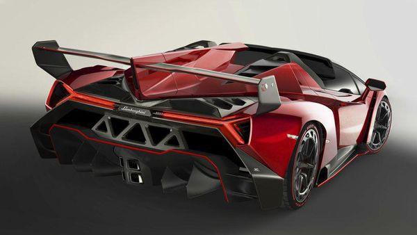 veneno-roadster-1-600x338